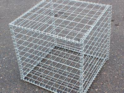 A welded type 10% aluminum-zinc gabion on the ground.