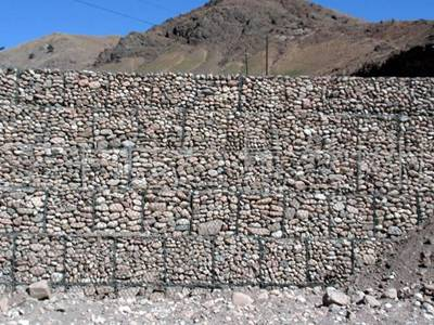 Several woven gabions are piled up at the foot of slope.
